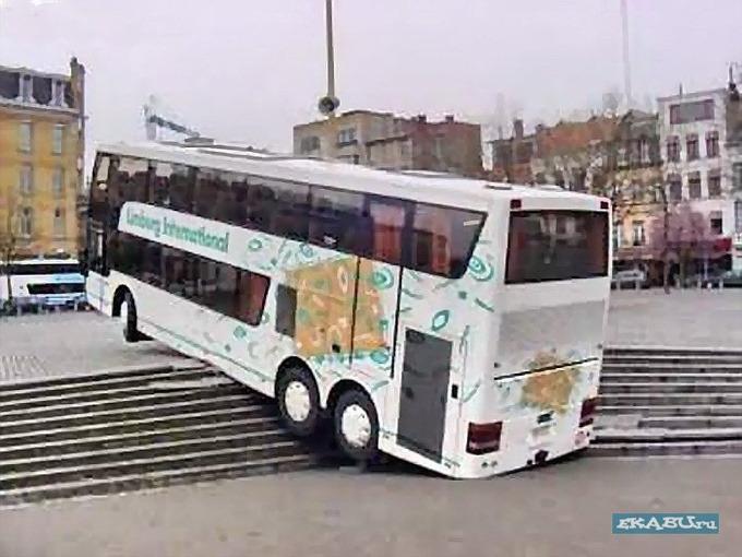 Автобус на ступеньках