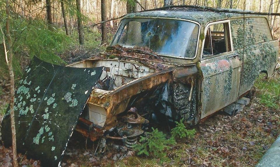 Ржавое советское авто в лесу Финляндии