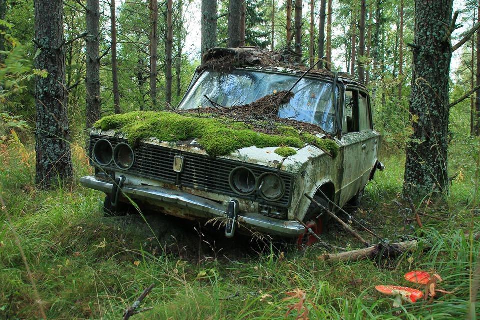 Брошенный ВАЗ в лесу Финляндии