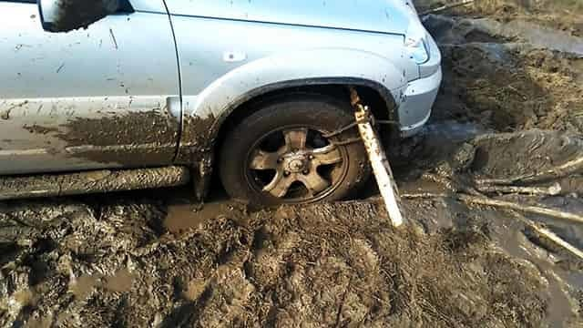 Доска привязана к колесу