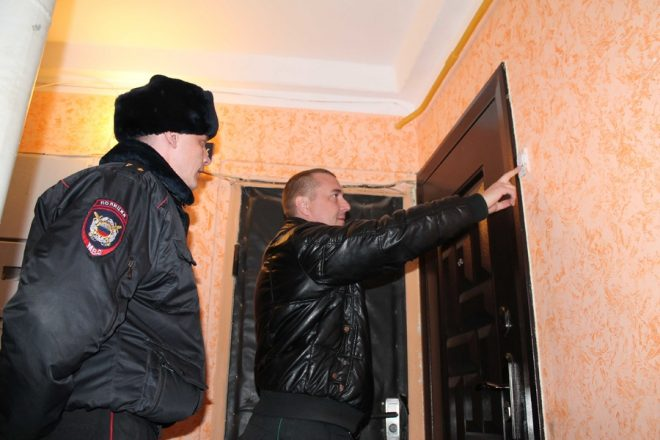 Полиция у двери