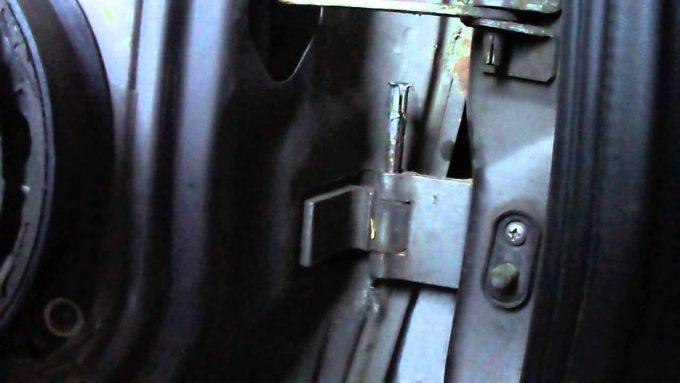 Люфт водительской двери