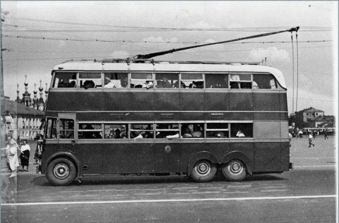 Двухэтажный советский автобус ЯТБ-3