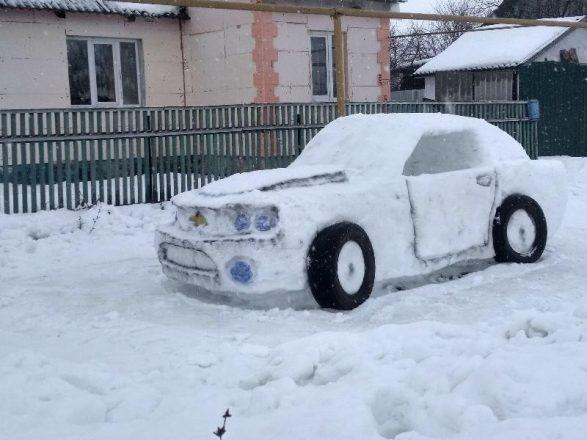 Машина из снега