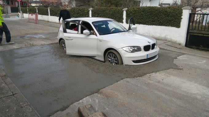 Машина в бетоне