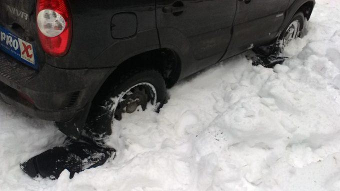 Коврик под колеса машины