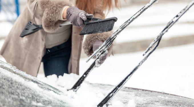Щетка для чистки снега с авто