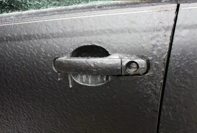 Примерзшая дверь