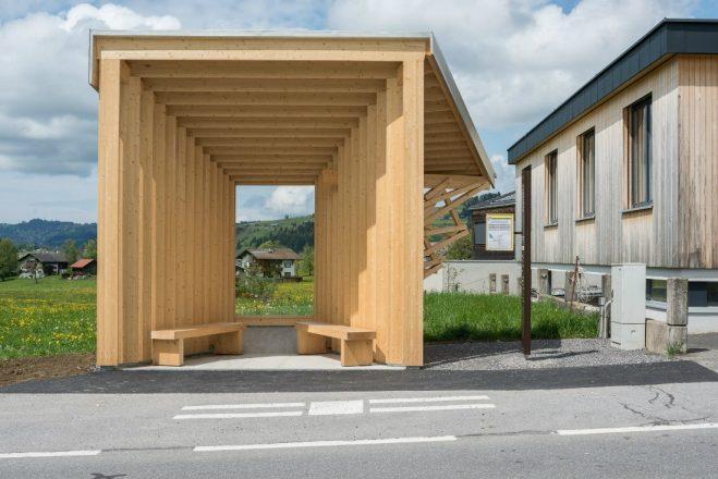 Австрийская остановка в форме объектива