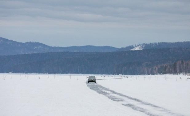 Машина на льду