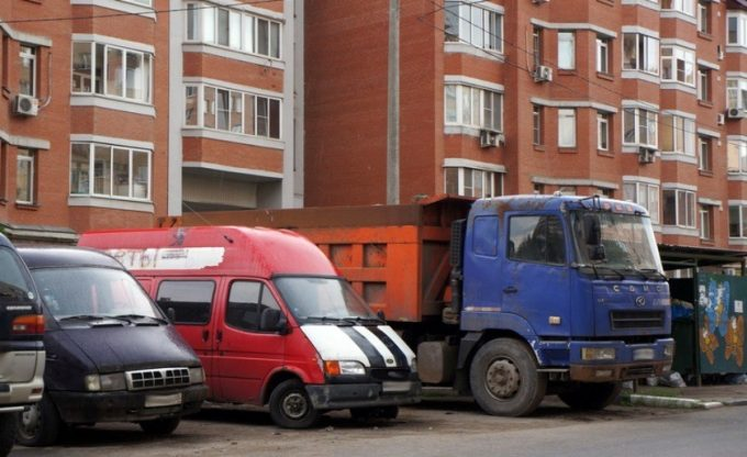 Парковка коммерческих машин