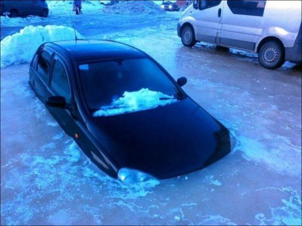 Примерзшая машина