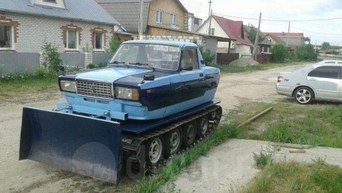 Гусеничный трактор-машина