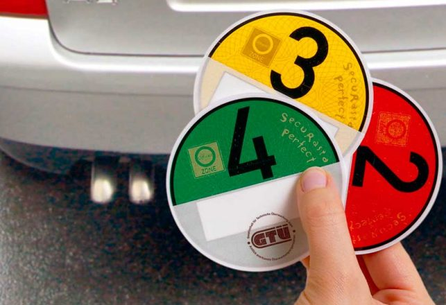 Наклейка на авто с экоклассом двигателя