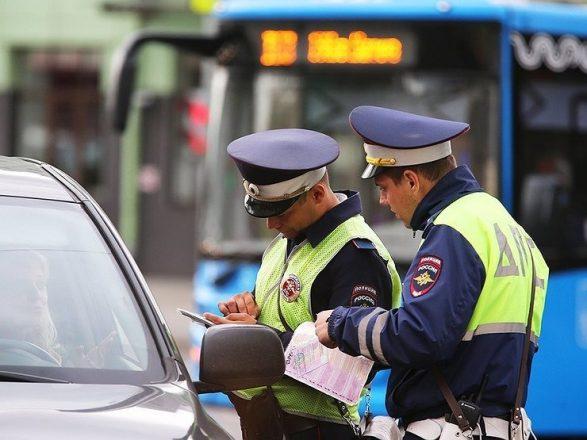 За нарушение требований знаков приоритета предусмотрен денежный штраф