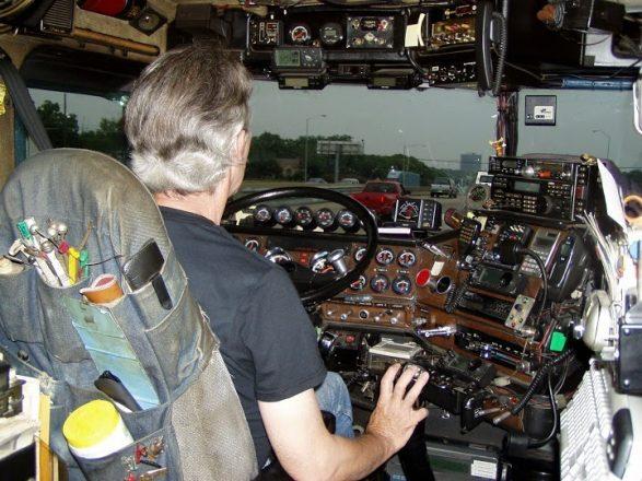 Кабина пилота в машине