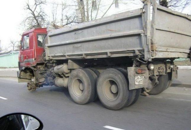 МАЗ едет без колеса