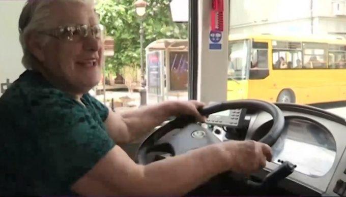 Нонна Качарава за рулем троллейбуса