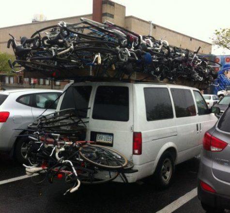 Машина груженная велосипедами