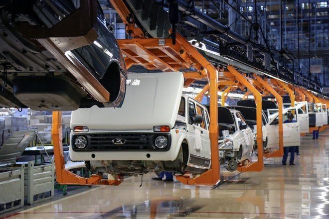 Машины на заводе Автозаза
