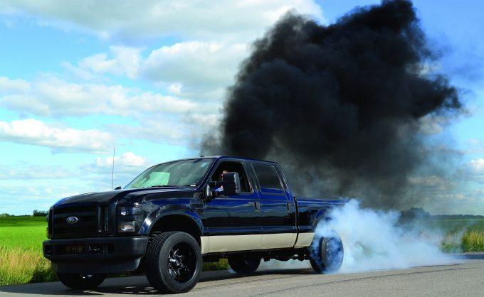 Черный дым из машины