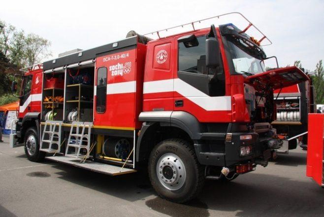 Двухкабинная пожарная машина