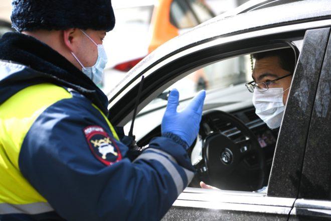 Инспектор в маске остановил водителя