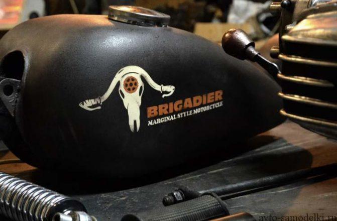 Бензобак с надписью Бригадир от мотоцикла