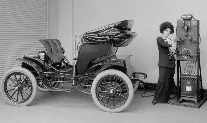 Старинный электромобиль