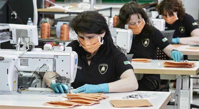 В концерне Lamborghini шьют медицинские маски