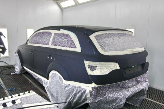 Авто с матовым покрытием в мастерской