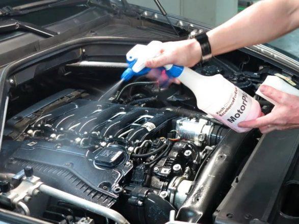 Спрей для очистки двигателя