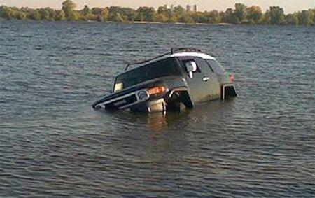 Джип Тойота утонул в Днепре