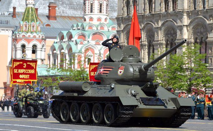 Танк Т-34 на параде