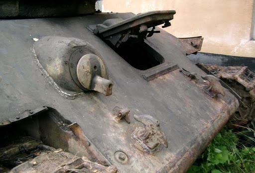 Люк механика-водителя на танке Т-34