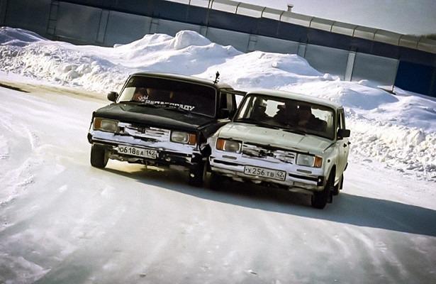 Две машины соединены вместе