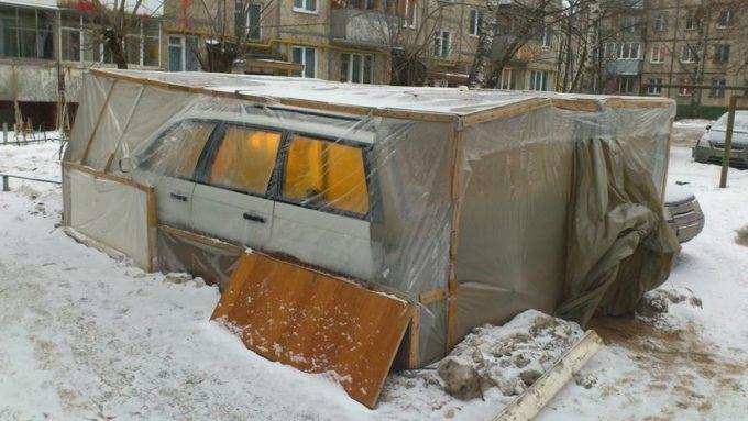 Машина в теплице