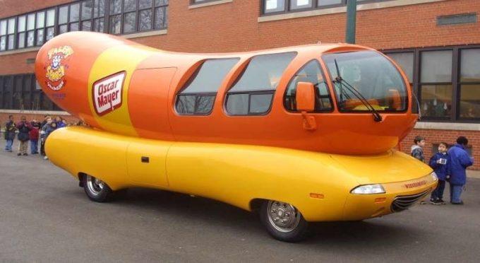 Автомобиль в виде хот-дога