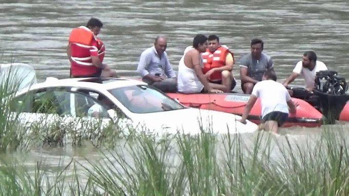Утопленный BMW в Индии