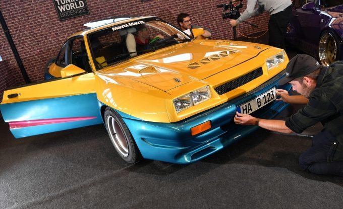 Желто-синяя машина