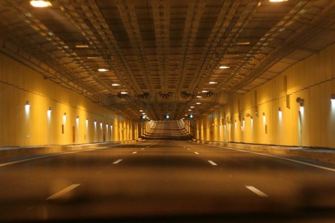 Дорожная разметка в тоннеле