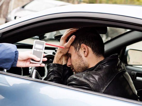 Нетрезвый водитель и алкотестер