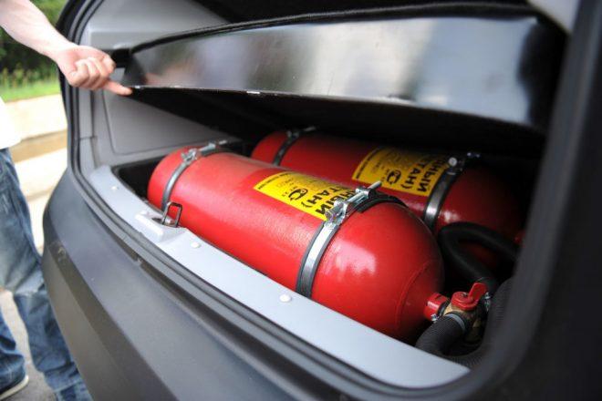 Баллоны с газом в багажнике авто
