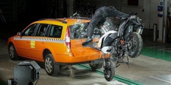 Краш-тест с мотоциклом