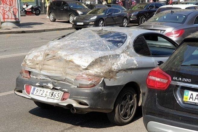 Ремонт машины скотчем и пленкой