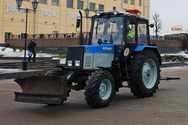 Милицейский трактор в Беларуси