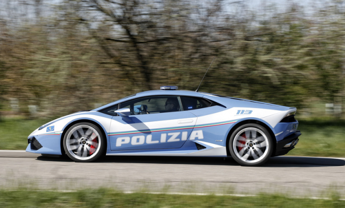 Итальянский полицейский сеперкар