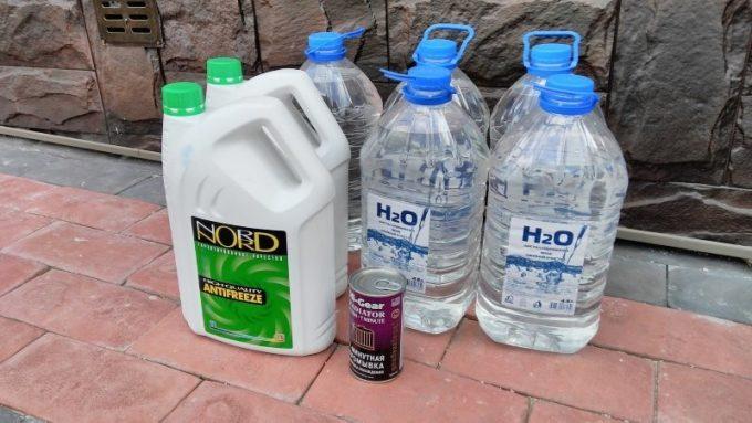 Антифриз и дистилированная вода