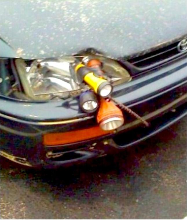 Фонарики вместо разбитой фары авто
