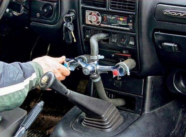 Кран от смесителя в автомобиле